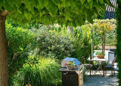Gîte en provence - Chateauneuf de Gadagne, le jardin et la piscine